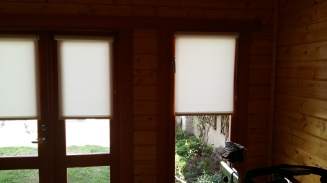 Log Cabin Garden Room Window blind